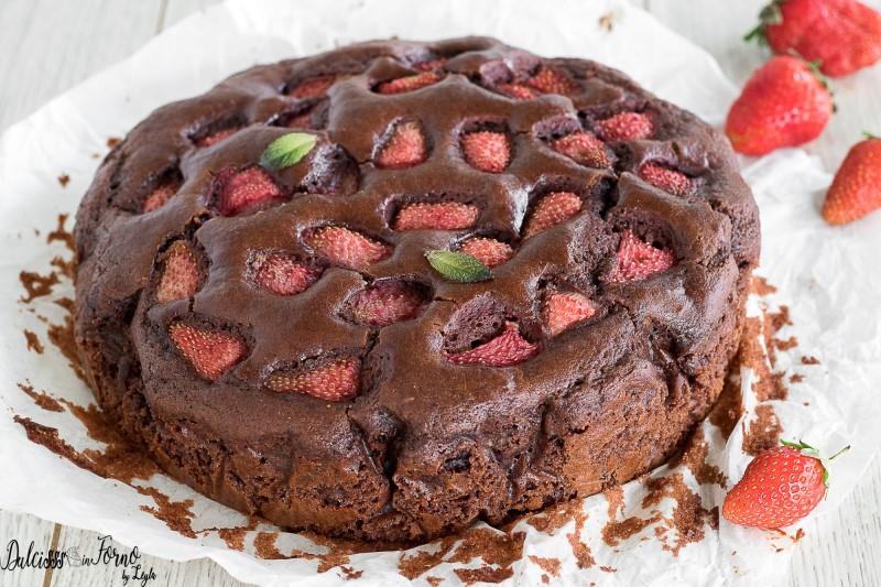 Torta Cioccolato e Fragole Semplice e Morbida, Senza Panna