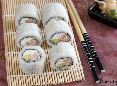Uramaki philadelphia e tonno, sushi senza pesce crudo