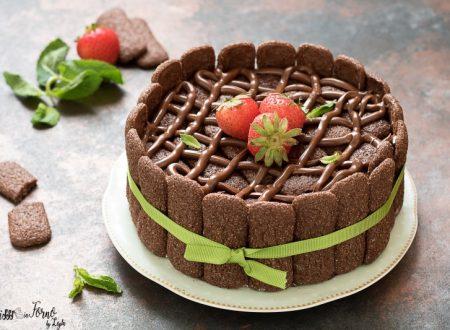 Torta charlotte alla panna e nutella con pavesini al cacao senza cottura