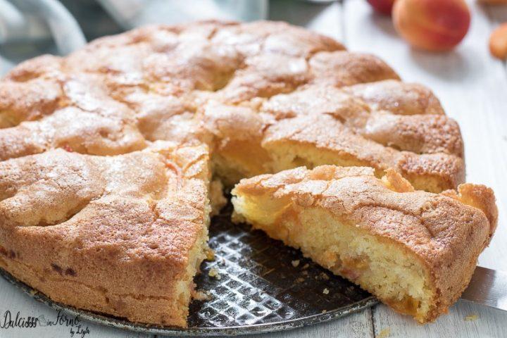Torta di albicocche fresche senza burro, soffice e morbida