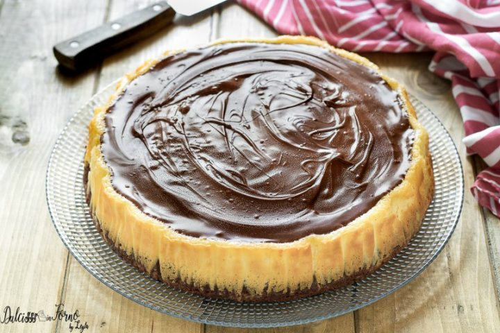 Brownies cheesecake – Torta philadelphia e cioccolato – Cheesecake classica cotta al forno – Torta Cheesecake con base di brownie