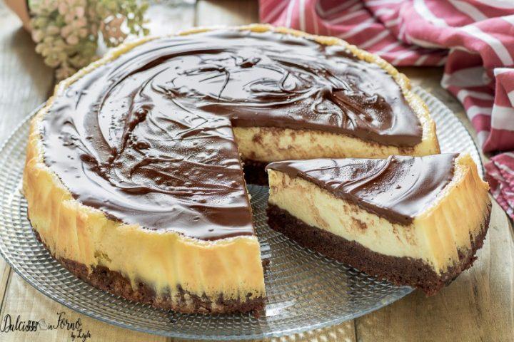 Brownies cheesecake – Torta philadelphia e cioccolato – Cheesecake classica cotta al forno – Torta Cheesecake con base di brownie