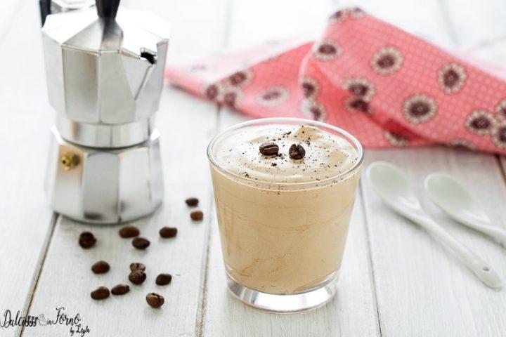 Caffè Del Nonno O Crema Fredda Al Caffè Veloce Del Bar Senza Uova