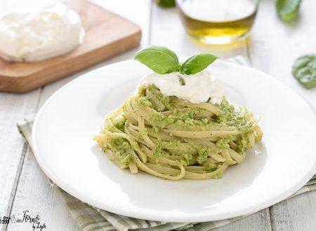 Pasta con pesto di zucchine e burrata o stracciatella