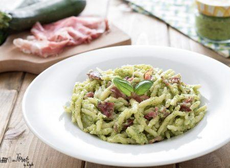 Trofie al pesto di zucchine e speck croccante