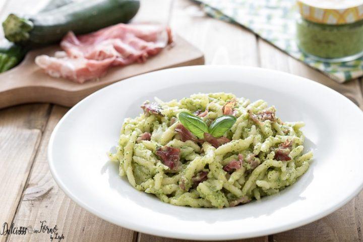 Trofie zucchine e speck – Pasta con crema di zucchine e speck – Trofie al pesto di zucchine e speck - Primi piatti con speck