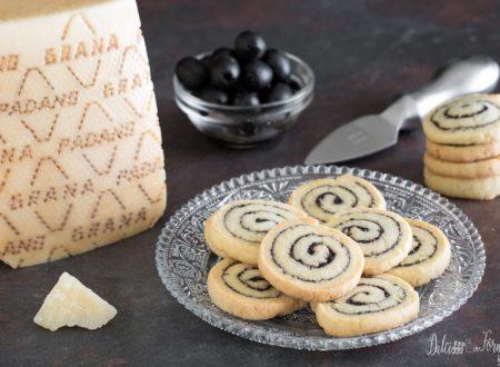 Biscottini salati al Grana Padano DOP Riserva e olive a spirale