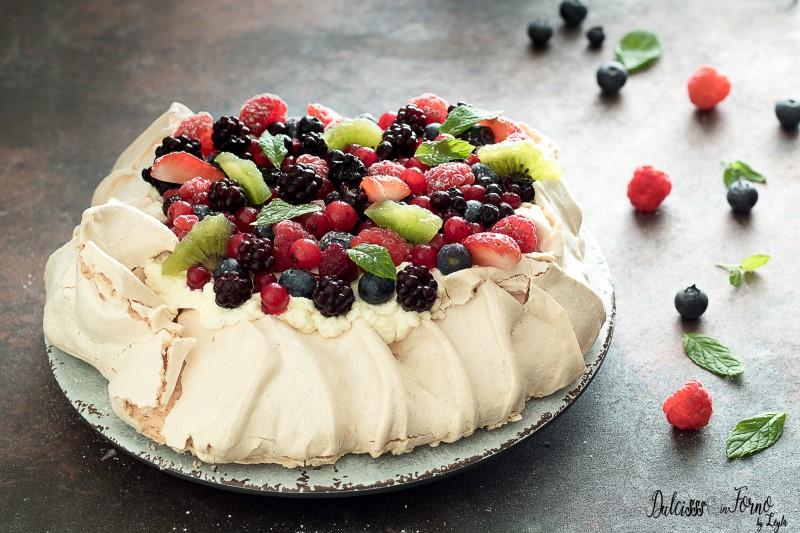 Torta Pavlova ricetta originale e classica torta meringata facile alla frutta