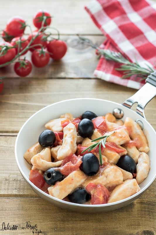 Straccetti di pollo con pomodorini e olive