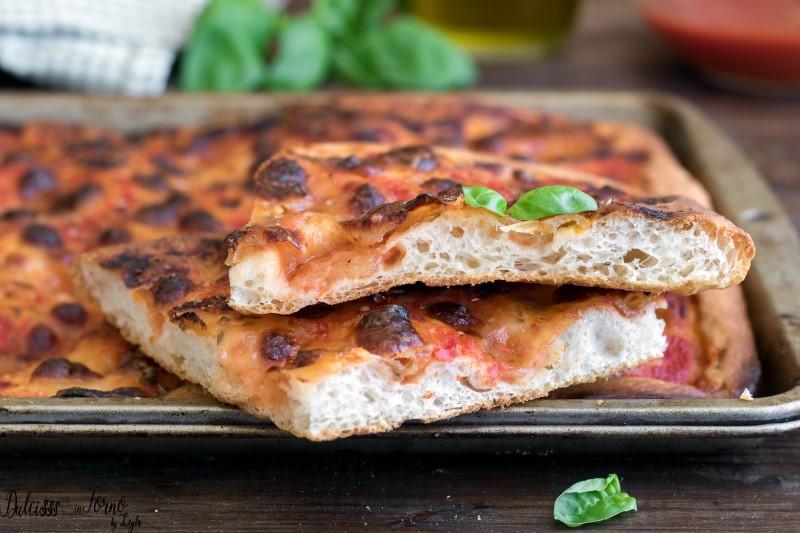Pizza in teglia ricetta alta e soffice - pizza rossa