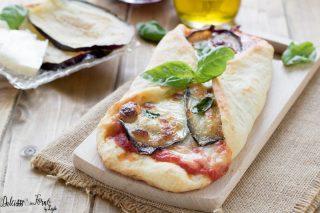 Pizza parmigiana con melanzane