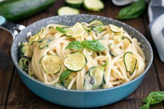 Spaghetti alla Nerano, ricetta primo piatto di pasta con le zucchine