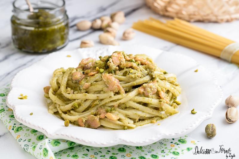 Pasta con pesto di pistacchi e salmone