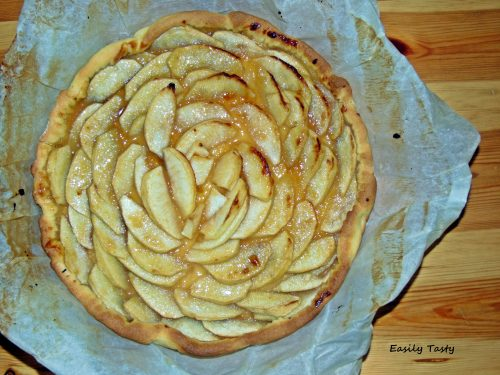 Crostata veloce alle mele con rotolo di pasta frolla