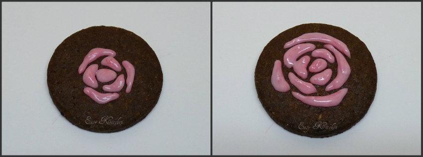 Biscotti con rose glassate ricetta romantica Easy Kitchen