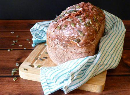 Pane con barbabietola e semi di zucca