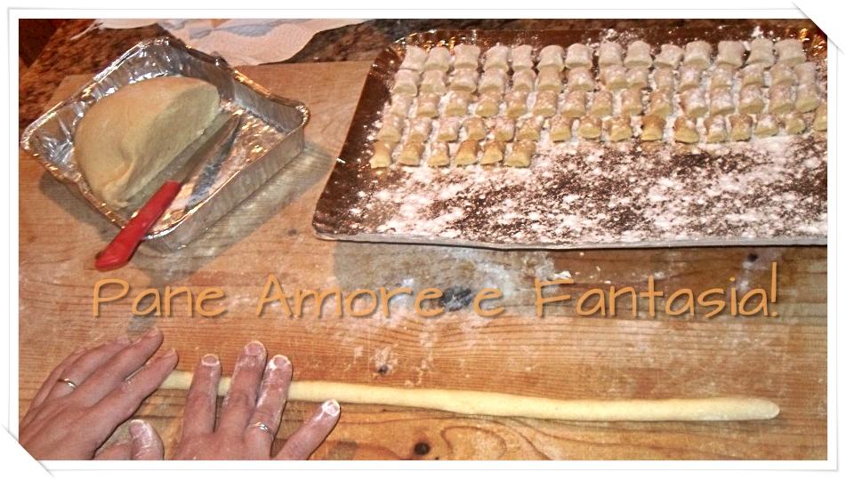 lavorazione degli gnocchi di polenta
