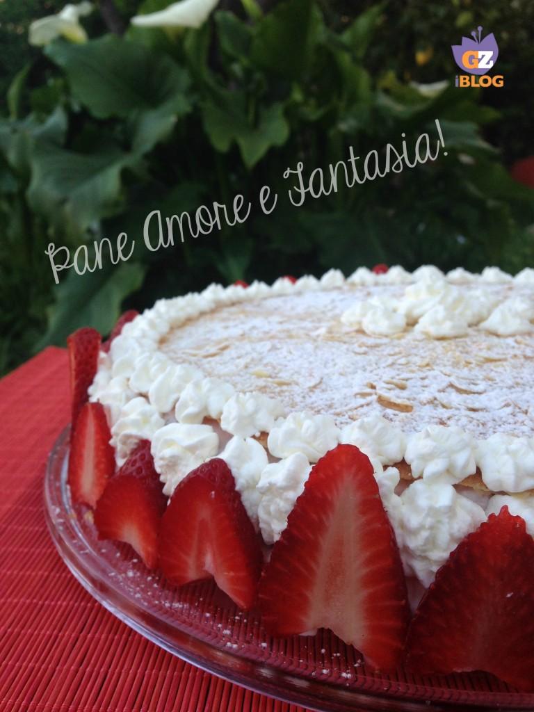 torta con spuma di fragole