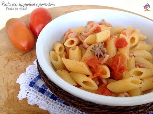 Pasta con seppioline e pomodori