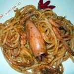 Spaghettoni al sugo di calamari