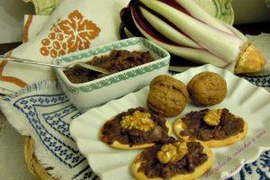 Crostini alla salsa di radicchio e noci