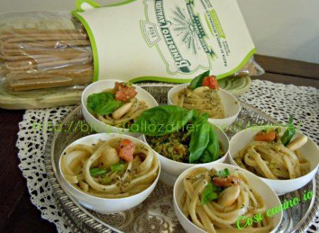 Spaghettine integrali al pesto di mandorle, basilico e pomodoro