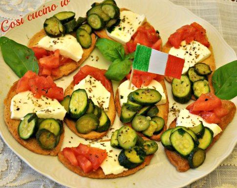 Crostini tricolore ricetta fingerfood