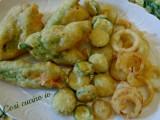 tempura fiori di zucca, zucchine, cipolle