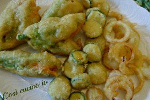 Tempura di fiori di zucca, zucchine e cipolle
