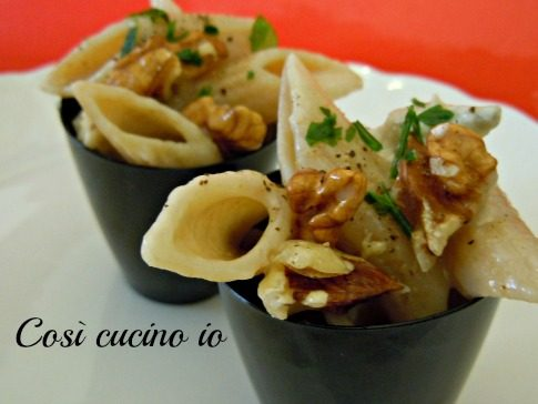 Penne integrali gorgonzola e noci  (versione finger food)