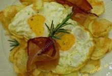 Uova speck e patatine chips