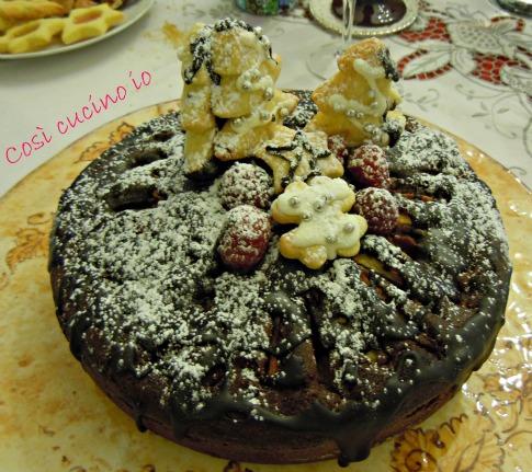 Torta natalizia di lamponi e pere