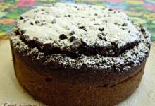 Torta di cioccolato con le zucchine (ricetta senza uova e senza latte)