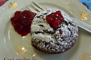 Tortino di cioccolato con marmellata di mirtilli rossi