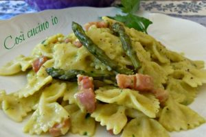 Farfalle in crema di asparagi affumicati (ricetta saporita)
