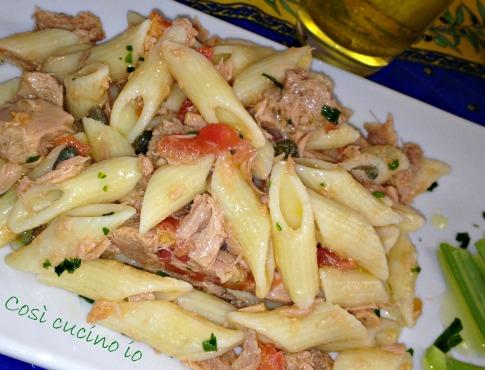 Mezze maniche al tonno, pomodoro crudo e sedano-Così cucino io