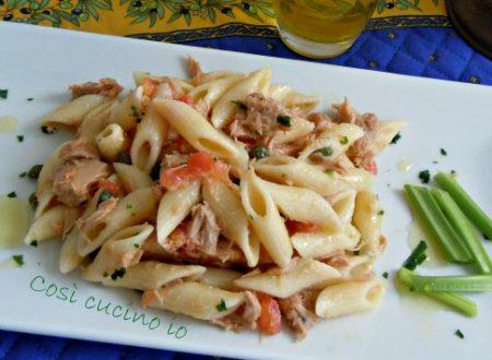 Mezze penne tonno, pomodoro crudo e sedano, ricetta piatto freddo