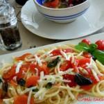 Spaghetti alla crudaiola e scamorza affumicata, ricetta di ferragosto