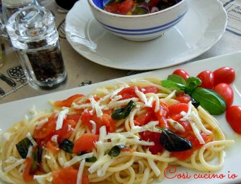 Spaghetti alla crudaiola con scamorza affumicata-Così cucino io
