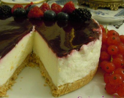 Torta fredda di yogurt ai frutti di bosco, ricetta simil-cheesecake