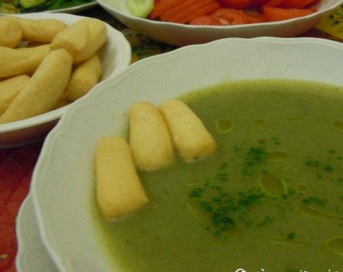 Zuppetta di lattuga e patate, ricetta vegetariana