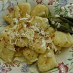 Gnocchi di patate burro salvia e ricotta affumicata, ricetta primi piatti