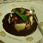 Panna cotta in salsa calda di cioccolato, ricetta golosa