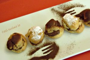 Bignè ripieni di budino al cioccolato