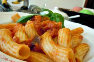 Rigatoni pomodoro, basilico e speck, ricetta primi piatti