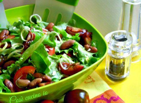 Insalatina estiva con fagioli in salsa all'acciuga