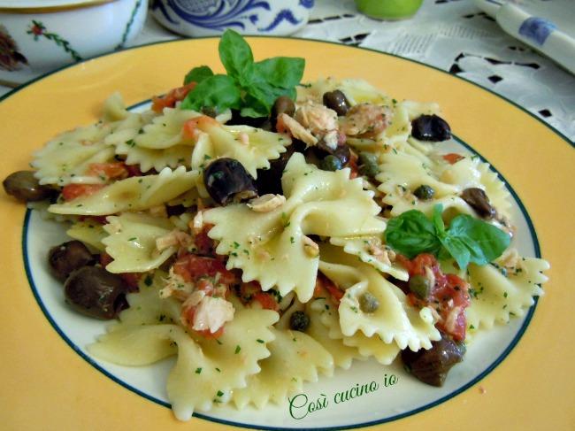 Farfalle pollo. olive, capperi e psto leggero al basilico-Così cucino io