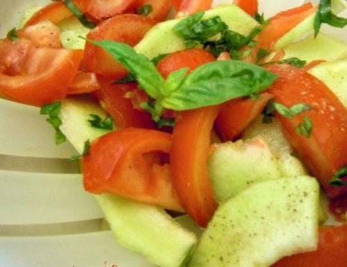 Insalata di pomodori  e cetriolo melone carosello