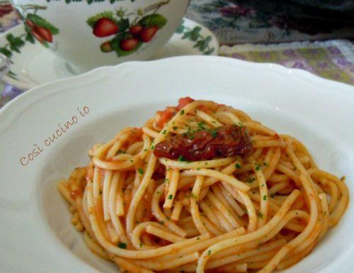 Spaghetti all'acqua pazza di branzino, ricetta di riciclo