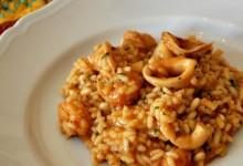 Risotto di gamberi e calamari al pomodoro, ricetta primi piatti